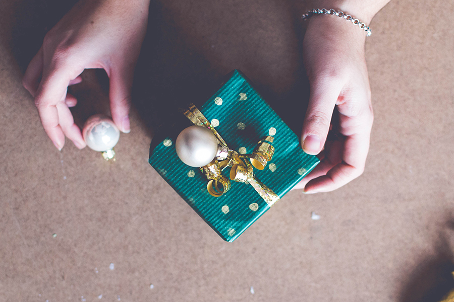 3 DIY Wrapping Ideas: Decorate with small ornaments