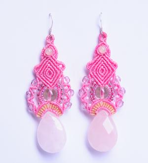 lillianeelysian_macrameearrings Pink charms