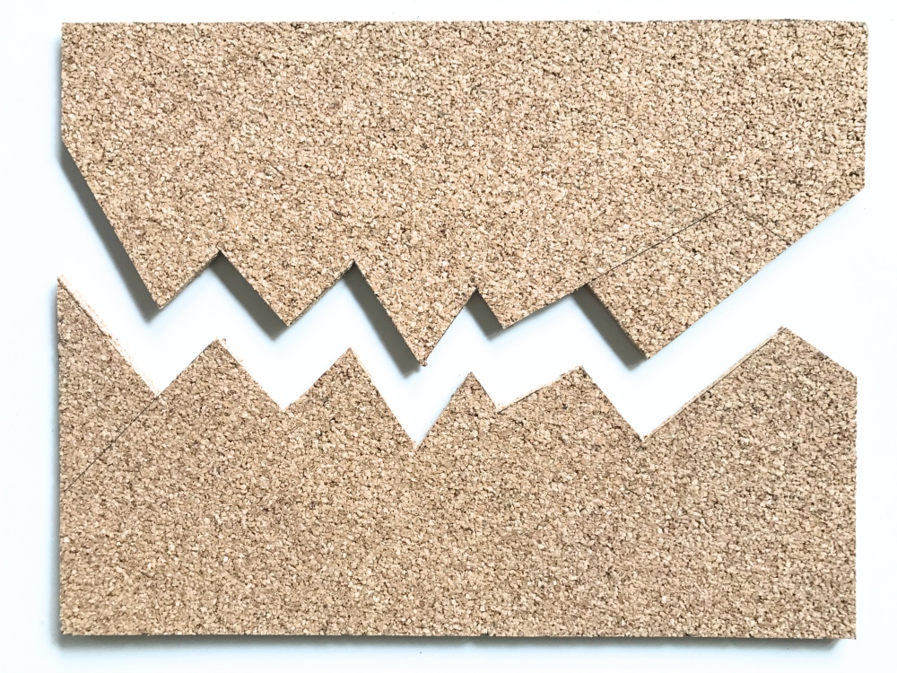 cut the cork board with zig zag shapes