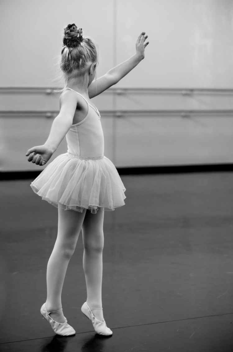 young-girl-ballerina-dance-591679