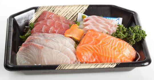 Typical_Japanese_sashimi_set