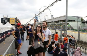 SINGAPORE - SEPTEMBER 15:  Spectators enjoy the atmosphere during practice for the 2017 Formula 1 Singapore Airlines Singapore Grand Prix at  on September 15, 2017 in Singapore.  (Photo by Suhaimi Abdullah/Singapore GP via Getty Images)