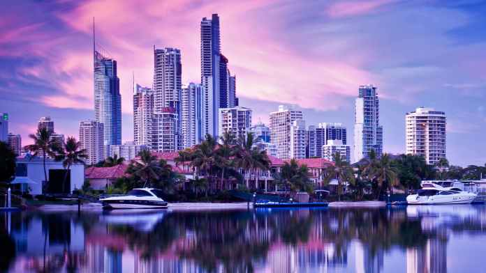 Surfer's Paradise, Queensland | Sausage Roll