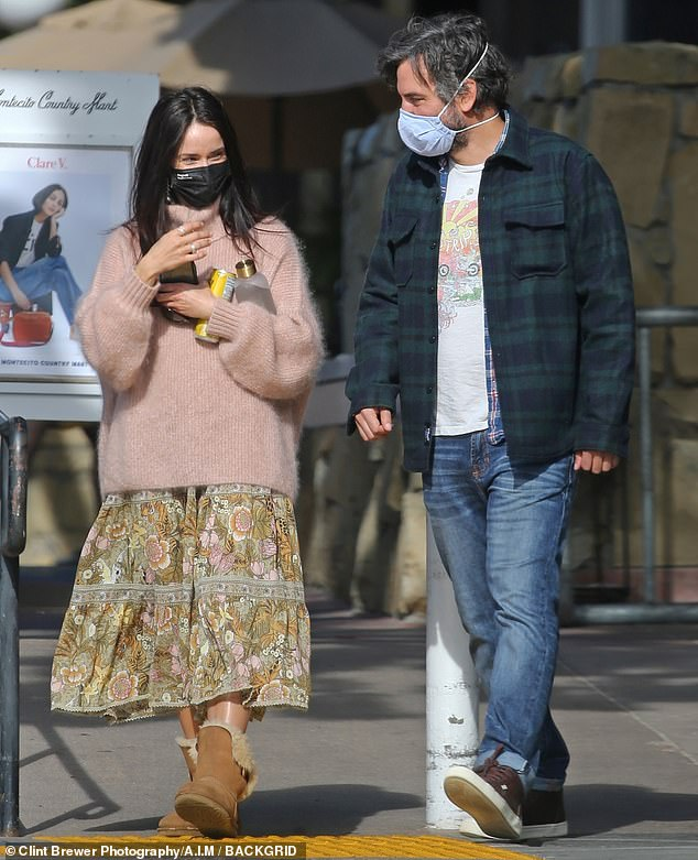 Josh Radnor (Ted Mosby) grabs lunch with his on-screen sister before HIMYD films!