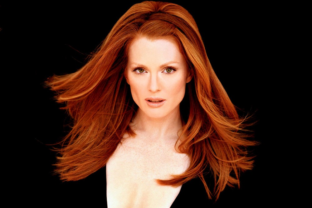 20 Sexy Celebrities You Won't Believe Are in Their 50's - Julianne Moore