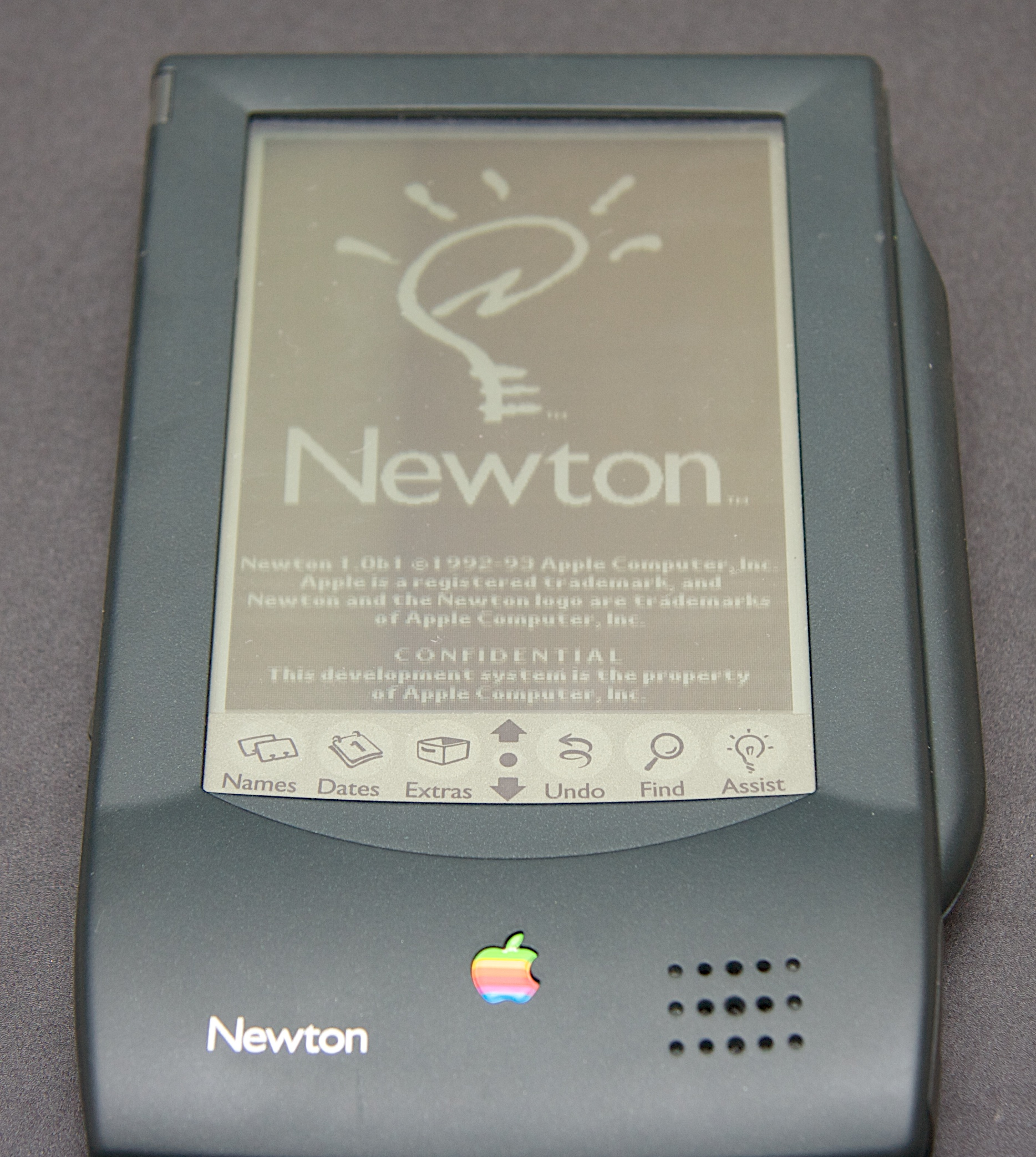https://i1.wp.com/popularlogistics.com/wp-content/uploads/2010/08/apple-newton-power-on.jpg