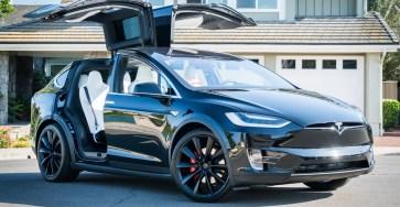 Владельцы Tesla не смогли открыть машины из-за сбоя