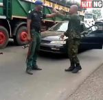 """""""Are you my senior?"""" – Police man and Soldier fight over superiority (Video)."""