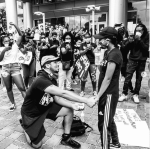 Man proposes to girlfriend during #BlackLivesMatter protest (Photo/video)