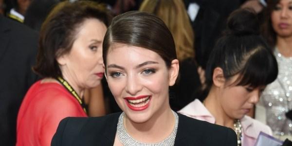 Candidato humilhado do X-Factor neozelandês ganha apoio e cupcakes de Lorde