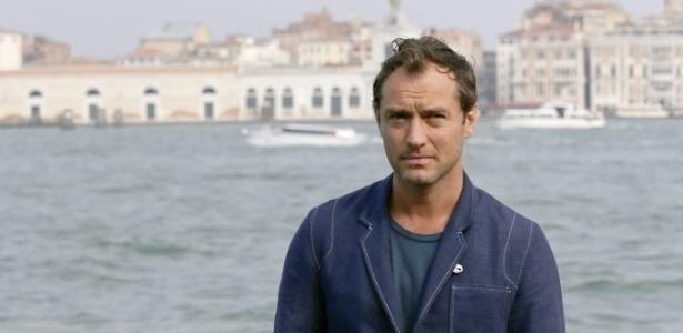 Jude Law se torna pai pela quinta vez aos 42 anos