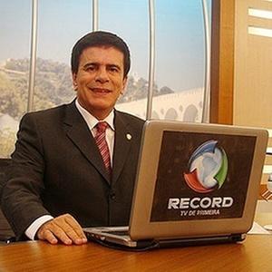 """Wagner Montes estreia no comando do """"Cidade Alerta RJ"""" nesta segunda-feira"""