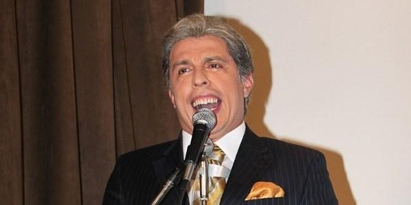 Imitando Silvio Santos, Ceará se diverte na sede da Globosat, no Rio