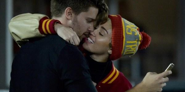 Miley Cyrus e Patrick Schwarzenegger dão um tempo no namoro, diz site