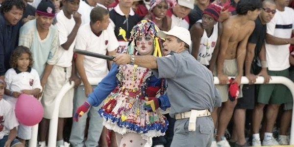 """Filme """"Geraldinos"""" foca torcedores folclóricos em setor extinto do Maracanã"""