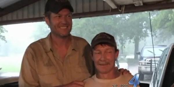 """Blake Shelton, jurado do """"The Voice"""" americano, salva o homem de inundação"""