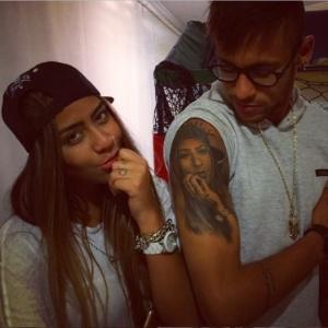 """Suspenso, Neymar exibe tatuagem que fez em homenagem à irmã: """"Está na pele"""""""