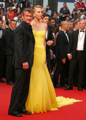 Atores Sean Penn e Charlize Theron teriam rompido noivado, diz revista