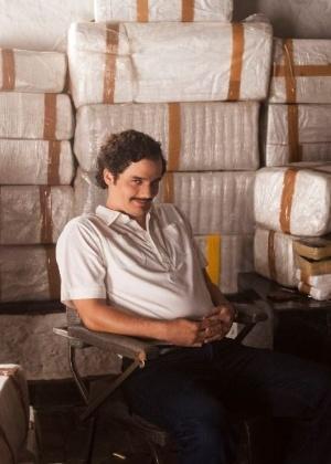 """De policial a traficante: Wagner Moura humaniza Pablo Escobar em """"Narcos"""""""