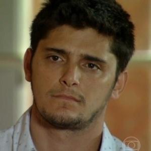 """""""Ele está bem"""", diz mãe de Bruno Gissoni após filho sofrer assalto"""