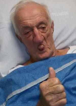 """Russo recebe alta do hospital e mulher comemora: """"Ele está melhor"""""""