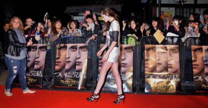 """Atriz Kristen Stewart afirma que idade a tornou """"mais inteligente e calma"""""""
