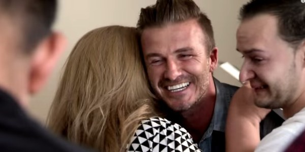 David Beckham surpreende família com cheque de U$ 100 mil em programa de TV