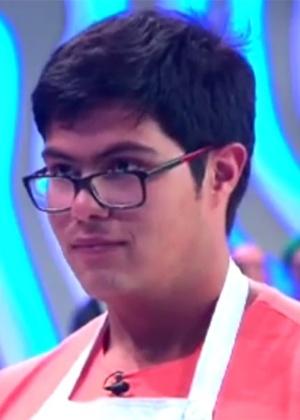 """Lucas ganha emprego de Paola: """"Ela viu que não sou carne de reality"""""""