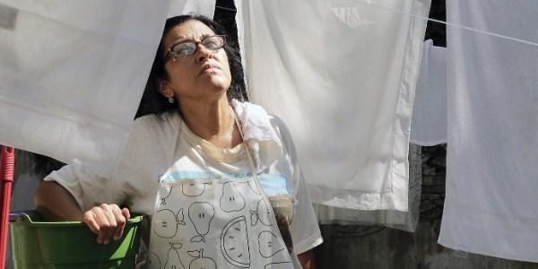 """""""Fui criada praticamente no quarto de empregada"""", conta Regina Casé"""