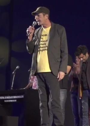 Diretor Cláudio Assis é vaiado em festival sob gritos de machista