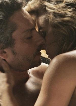 """Em """"A Regra do Jogo"""", Atena conquista Romero após noite de sexo"""