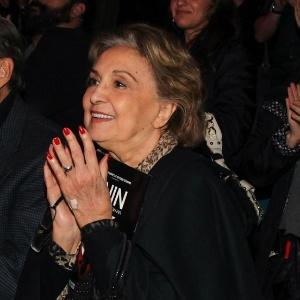 25jul2015-eva-wilma-aplaude-elenco-do-espetaculo-nine-um-musical-felliniano-durante-sessao-em-sao-paulo-1437910401522_300x300