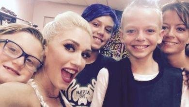 Foto de Gwen Stefani chama ao palco fã que sofria bullying e se emociona
