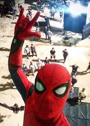 o-ator-tom-holland-postou-uma-selfie-no-set-de-filmagens-do-novo-homem-aranha-1467989012808_300x420