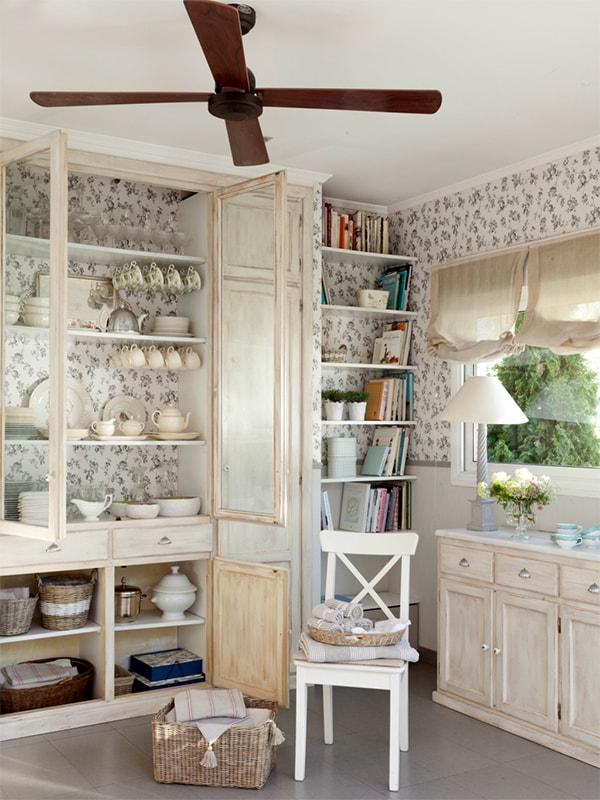 Renovar estanterías con papel pintado