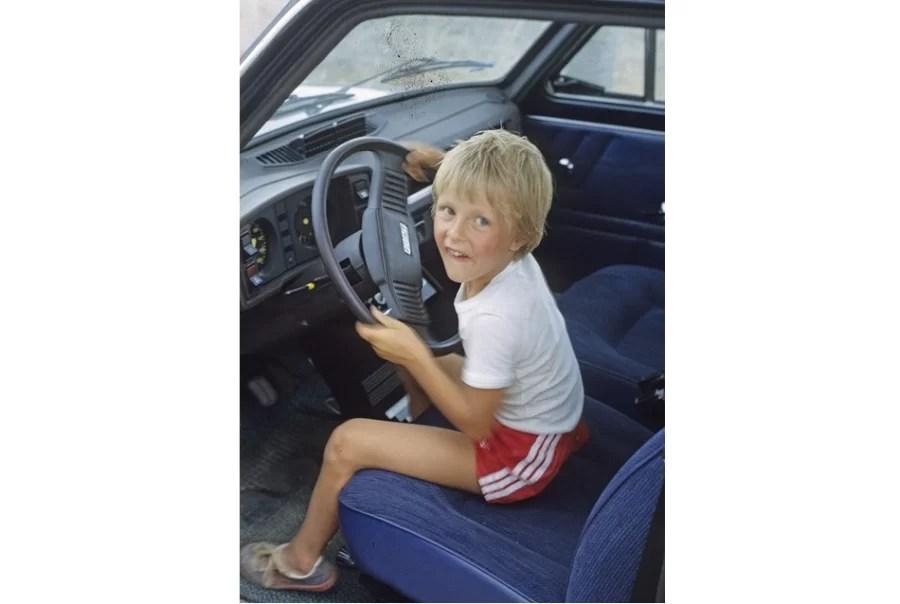 Jak zapewnić dzieciom atrakcje podczas podróży samochodem?
