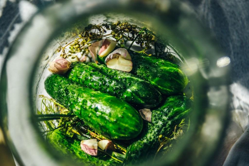 Kiszone ogórki -na czym polega kiszenie warzyw