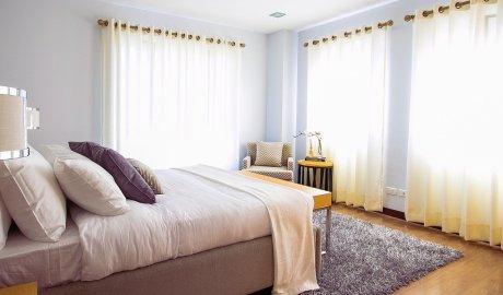 Dywan shaggy w sypialni. Na co zzwrócić uwagę kupując taki dywan