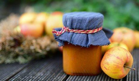 Marmolada z jabłek w słoiku