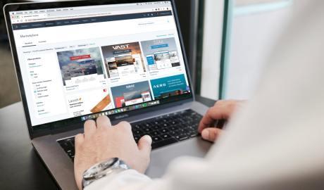 Laptop - dzięki niemu możesz zawrzeć umowę przez internet
