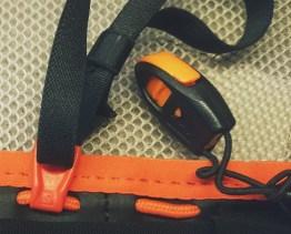 Gwizdek - zamocowany na elastycznej gumce