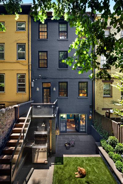 8 Stunning Small-Space Urban Backyards - Porch Advice on Small Urban Patio Ideas id=63547