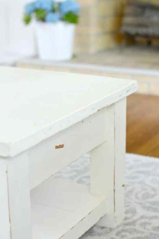 Have you ever wondered how to paint wood furniture? This is the perfect tutorial for you!