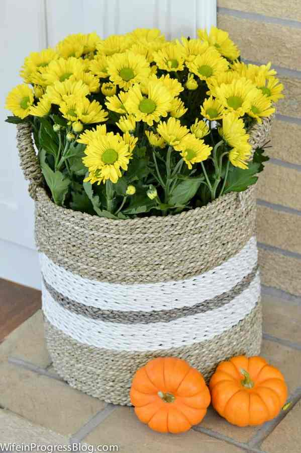 Fall decorating ideas for your living room - Early Fall Home Tour from WifeinProgressBlog.com. Love these beautiful mums!