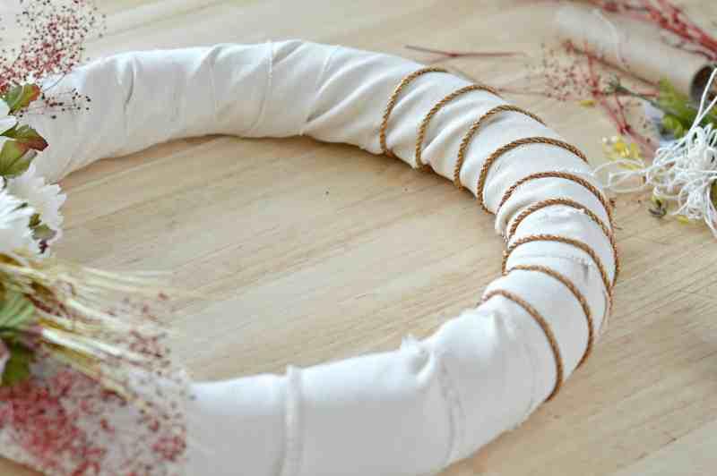 how-to-make-fall-burlap-wreath-step13