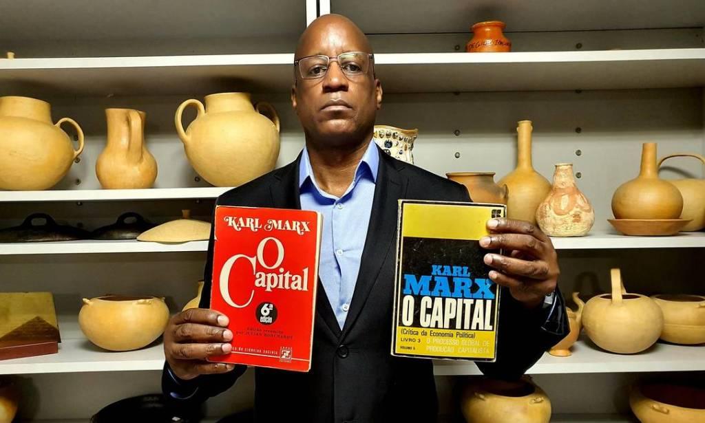 Sérgio Camargo publica lista de livros banidos