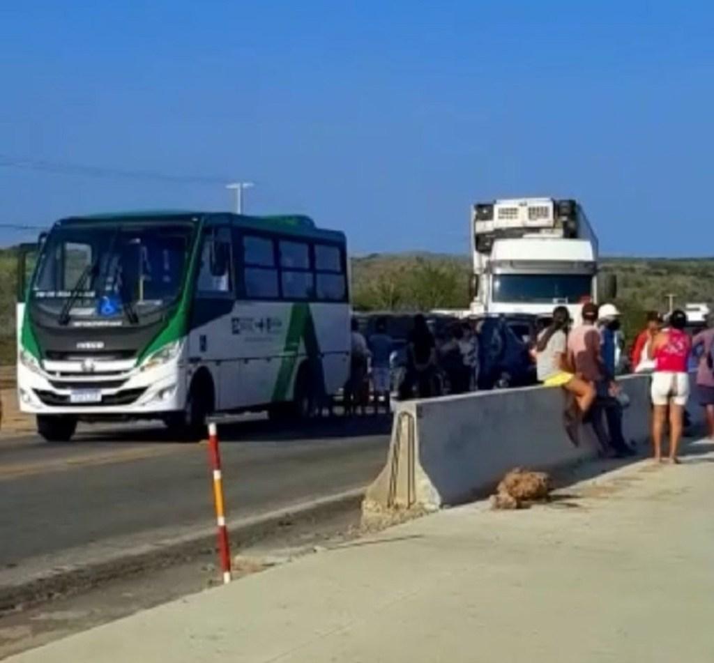 Engavetamento interdita Reta Tabajara na tarde desta sexta-feira (17)