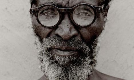 0a-zulu-man-wearing-adapti-001