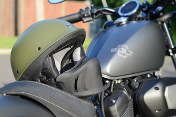 bell-rogue-helmet-yamaha-bolt-r-spec-closer-look-2014-1