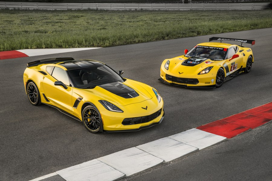 2016-chevrolet-corvette-z06-C7R-edition-1